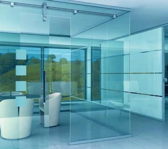 Перегородки из прозрачного стекла